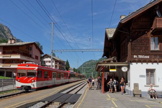 Nach dem Deponieren des Gepäcks fahren wir weiter nach Zermatt