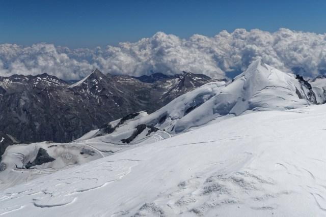 Über Italien türmen sich die Wolken