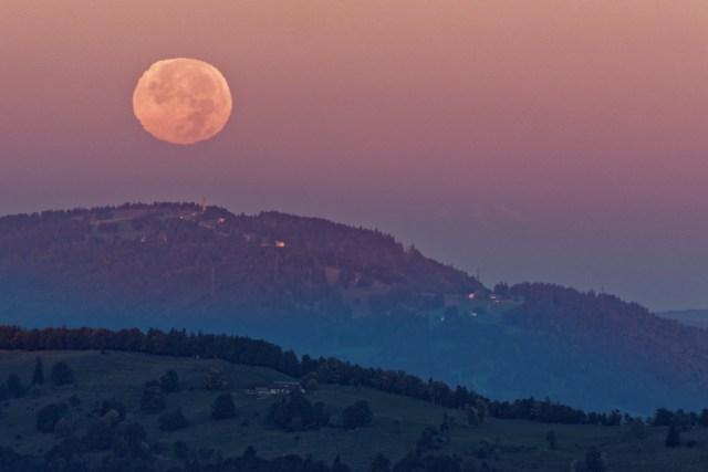Um 07.29 Uhr verabschiedete sich der Mond langsam