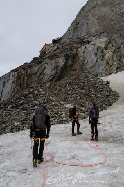 4 Stunden sind vergangen, seit wir losmarschiert sind: Ankunft bei der Oberaarjochhütte