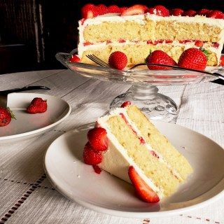 Vanilla Cake with Fresh Strawberries