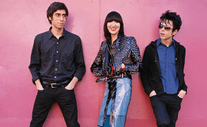 "Yeah Yeah Yeahs reeditará ""Fever To Tell"" con material inédito y publica primer adelanto"