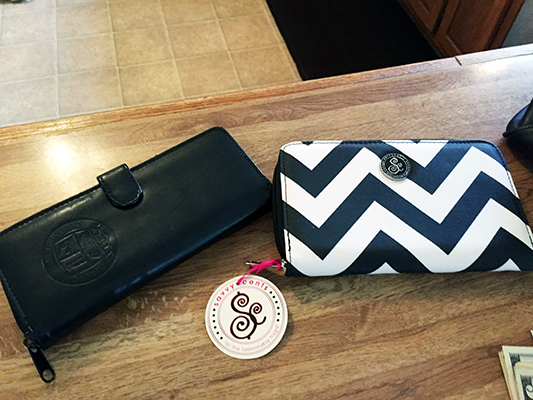 How to Downsize the Mommy Purse. Ditch that back breaking huge purse with these ideas.