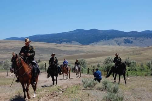 Simon Smith filming Humphrey Hawksley & US Horse Patrol