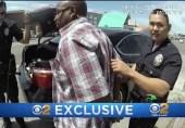 امریکی پولیس والا مشتبہ شخص کے بٹوے میں منشیات ڈالتے پکڑا گیا