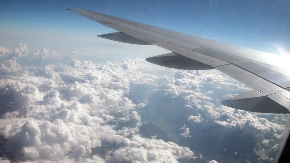 جہاز سے گرنے والا 'انسانی فضلہ' چھپا کر فریج میں کیوں رکھ دیا؟