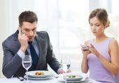 شادی شدہ جوڑے ایک دوسرے کی سوشل میڈیا جاسوسی کیوں کرتے ہیں؟