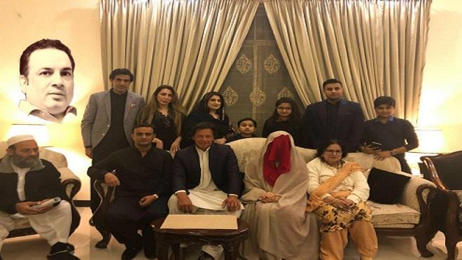 تحریک انصاف والے عمران خان کو چین سے جینے کیوں نہیں دیتے؟