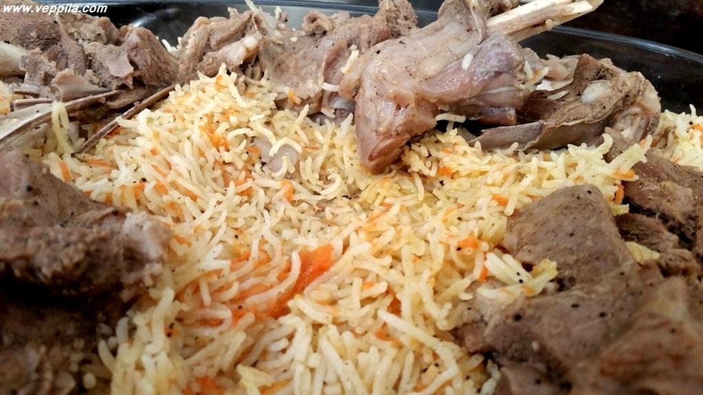 عرب ثقافت یا چاولوں میں گھری بکرے کی لاش