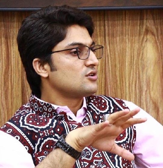 ناول نگار رکشہ ڈرائیور فیاض ماہی، عابد شیر علی اور پاک فوج