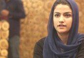 بھارت کے زیرانتظام کشمیر میں قانون کی ڈگری لے کر ریستوراں چلانے والی لڑکی