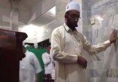 انڈونیشیا میں شدید زلزلے کے دوران دیوار کا سہارا لے کے رقت آمیز تلاوت کرنے والے امام مسجد کی ویڈیو وائرل