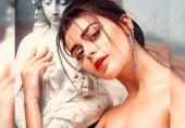 معروف اداکارہ صدف کنول کی بنکاک کے ہوٹل میں تصاویر پر ہنگامہ