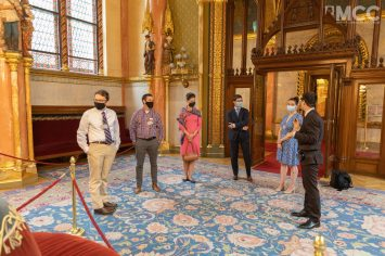 Guided tour by the Parliament staff