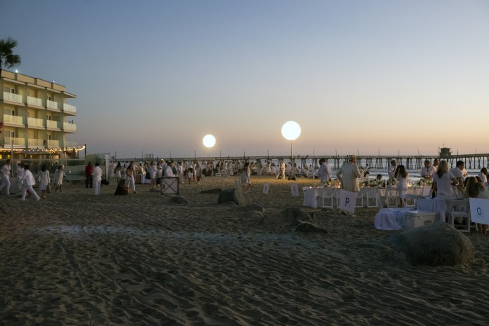 le-diner-en-blanc-and-apothic-wine-all-white-beach-event-20163186