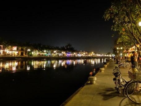Нощен Хой Ан и река Ту Бон