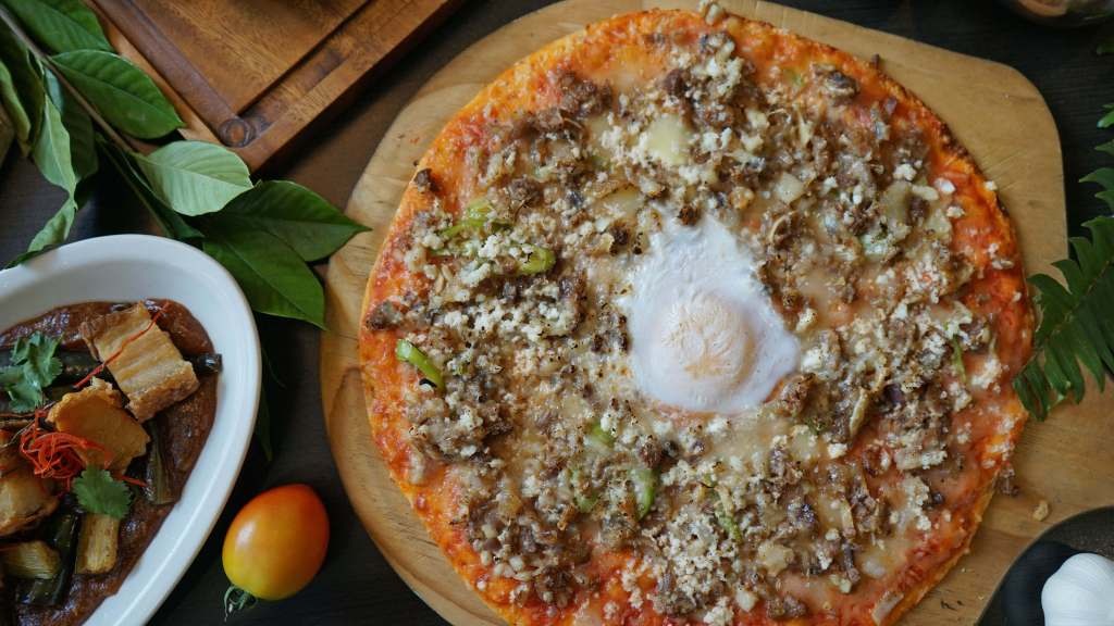 Ombu Kusina Filipino Restaurant - Sisig Pizza