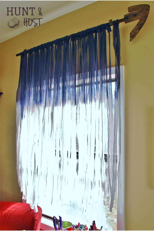 紐を重ねてタイダイに色づけたカーテン