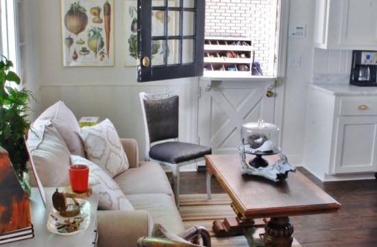 Host & Host Home Tour: Breakfast Nook/Sitting Area