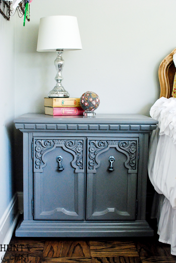 Convey Your Little Girl S Personality Through Her Bedroom: Glam Nightstand For An Almost Teenage Girl's Bedroom