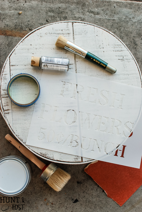 Stenciling 101: tips and tricks for successful stenciling. Stencils are a great way to add farmhouses touches.