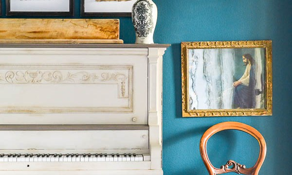 Painted Piano – Two Tone Color Scheme