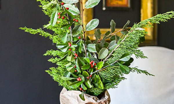 Easy Holiday Centerpiece Idea