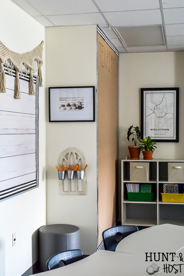 The cutest farmhouse classroom you ever saw. Visit this school room inspired by Magnolia Market and Joanna Gaines. It will have you wanting to pack a lunch and go back to school with it's fresh black and white decor and trendy farmhouse vibe. #farmhouseclassroom #farmhouselove #farmhouseinspiration #farmhouseteacher