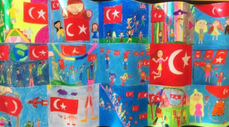 Sayfa 25 Cumhuriyet Şarkısı (Cumhuriyet Hürriyet Demek) melodika ile çalınışı 6. Sınıf müzik dersi kitabı