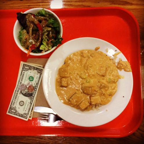 Irgendwas mit Tofu, Edamame und viel zu viel Erdnuss in der Kantine der Divinity School