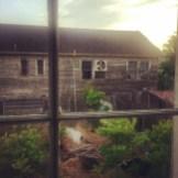Blick aus meinem Fenster. Das Nachbarhaus ist seit Katrina unbewohnt.