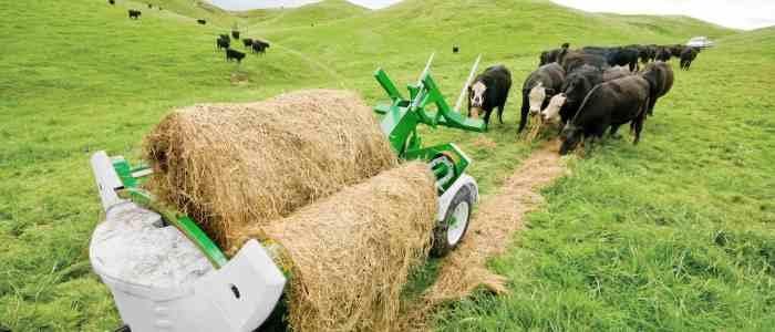 TX205 Trailed Chainless Bale Feeder