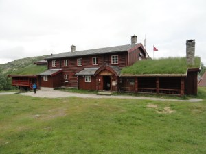 Bjørnhollia, Den Norske Turistforening (DNT) at Rondvassbu Hut, hut2hut operational profile