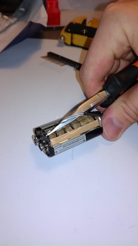 9 voltin pariston purkaminen