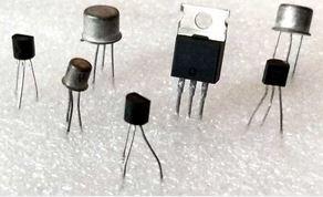Erilaisia transistoreita