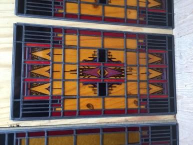 Glas gereinigd, wordt geplaatst in nieuw lood