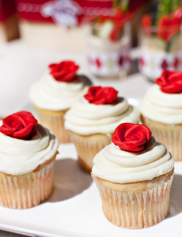 run for the roses cupcakes with royal icing roses