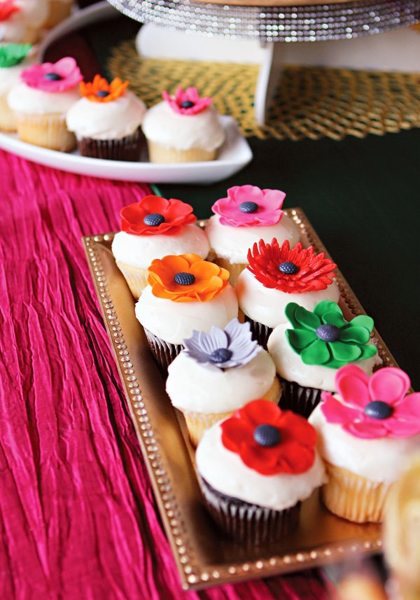 wonderland fondant flower cupcakes
