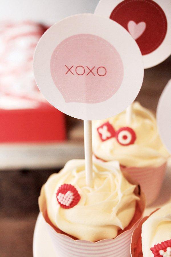 xoxo cupcake topper