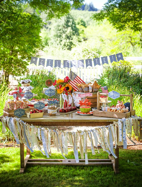 vintage 4th of July tablescape