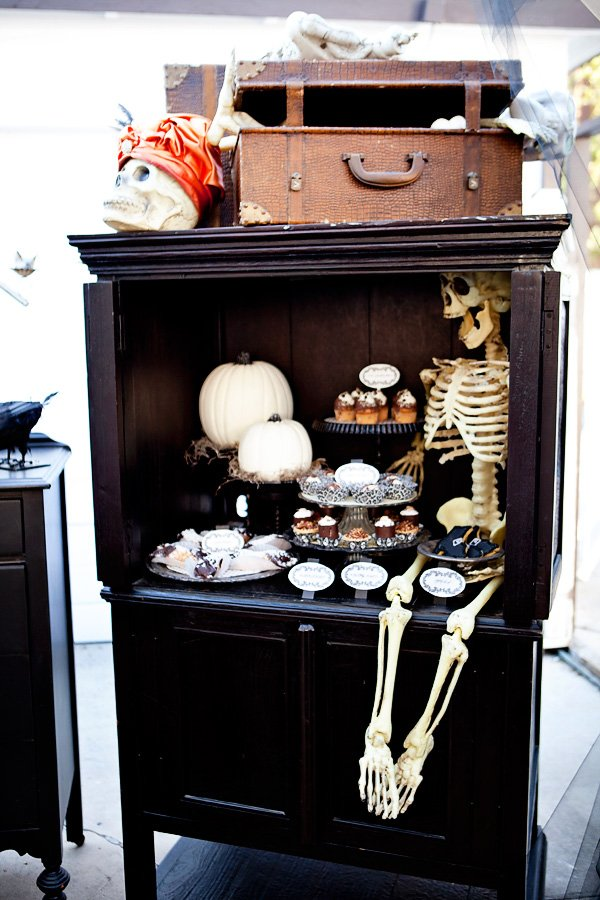 skeleton decorations for a halloween dinner party