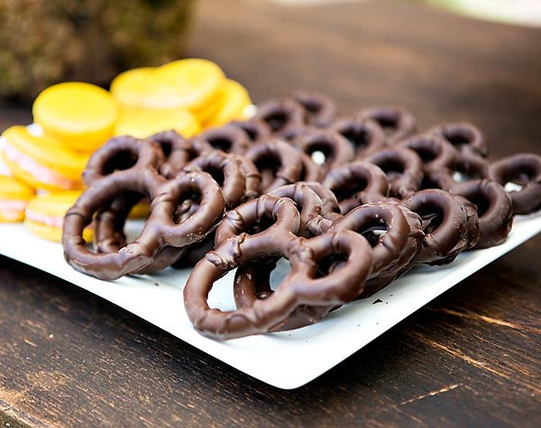 chocolate dipped mickey mouse pretzels