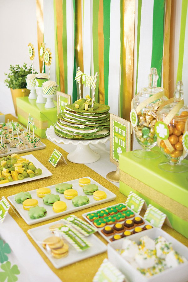 green and gold brunch table for st. patrick's day
