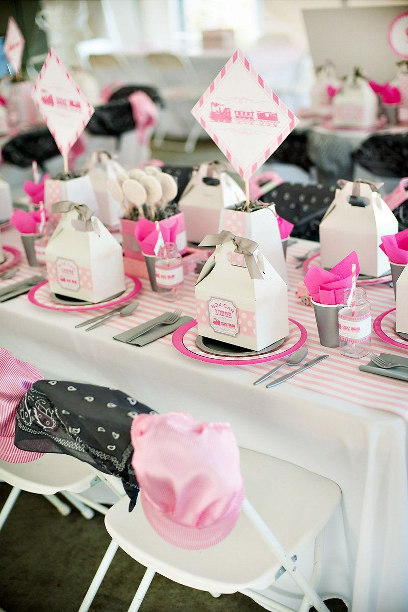 girlie train birthday party kids table