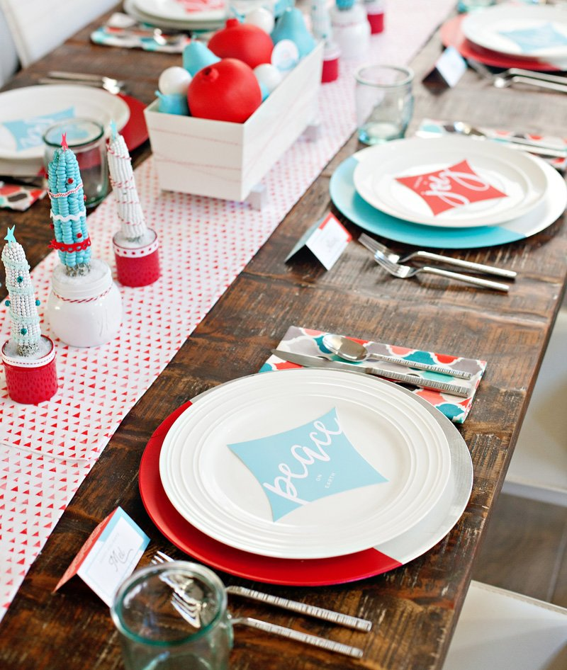 Retro Modern Red and Aqua Holiday Table
