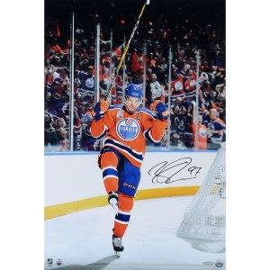 Autographed Edmonton Oilers Connor McDavid 24