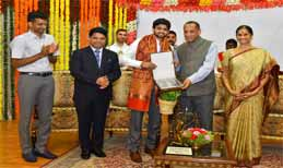 Guv likens Sai Praneeth as Arjuna & Gopichand as Saradhi