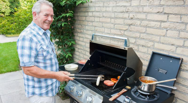 We have compared over 15 BBQ's to show you the best gas bbq for each price point and size. Read our reviews and buyers guide now.