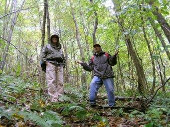 Kevin and Stephen Schoenholtz as it begins to rain (Photo: G. Schoenholtz).