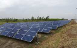 Solar panel recycling - Solar Panels on side of road